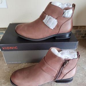 Vionic Country Logan Boot 6